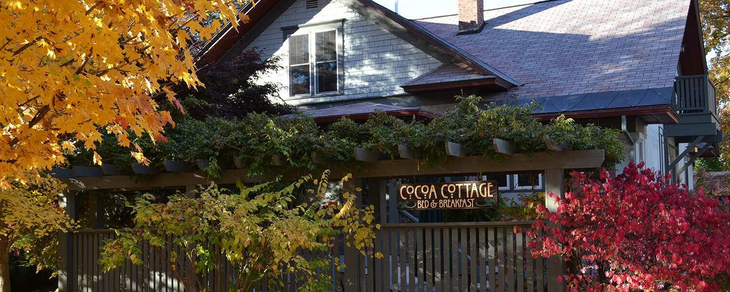 Fall Colors surrond the Cocoa Cottage Bed and Breakfast